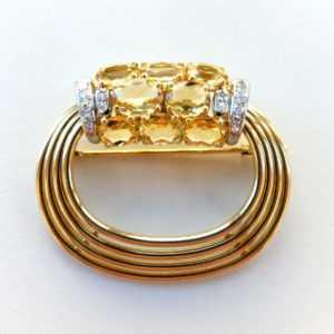 Brosche besetzt mit Diamanten von ca. 0,30 ct und gelben Beryllen in 750 Gold