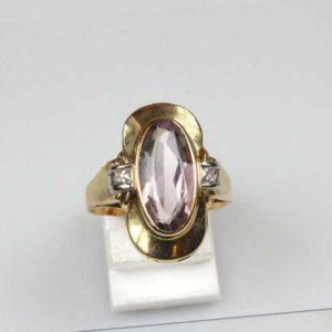 Ring; 14 Karat Gold mit Amethyst und Brillant
