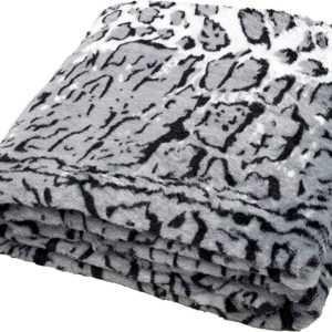 daydream hochwertige Kuscheldecke im Schnee-Leoparden Design aus