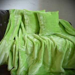 3tlg. Set Tagesdecke Kuscheldecke Glanz-Design hell grün + 2