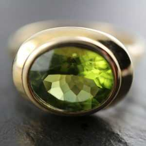 GOLDJUNGE69 * DAMEN EDELSTEIN RING (21) PERIDOT FACETT OVAL * 375er GELBGOLD *