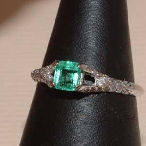 Exclusiver Smaragd & Brillant Ring - 0,50 ct. - 14 Kt. Weiß Gold 585 - Carré Cut