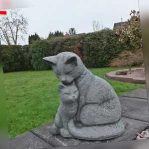 Steinfigur Katze mit Kätzchen Steinguss Frostfest Garten Deko Tierfigur