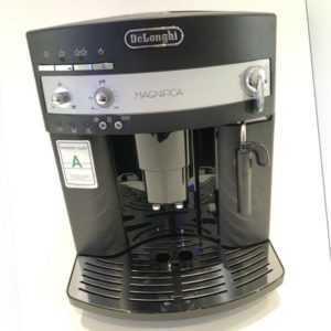 DeLonghi Magnifica ESAM 3000 Schwarz Kaffeevollautomat /...