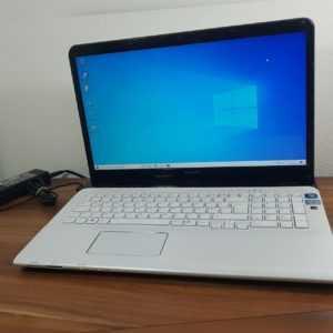"""17,3"""" Notebook Sony i5 2,5-3,1 GHz 4GB 240GB SSD Bluetooth Webcam Wlan 1600x900"""
