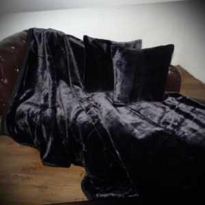 3tlg. Set Tagesdecke Kuscheldecke Glanz-Design schwarz + 2 Kissen