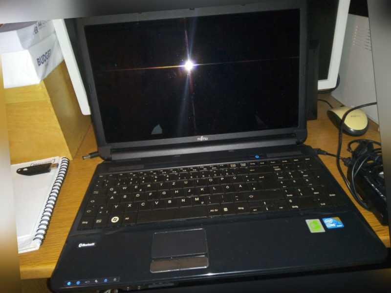 Fujitsu Lifebook AH530 39,6 cm (15,6 Zoll) Laptop i3 370M, 2,4GHz, 6GB RAM 320GB