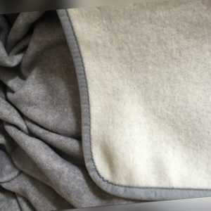 Wolldecke Plaid Wohndecke Kuscheldecke Überwurf grau/silber mit