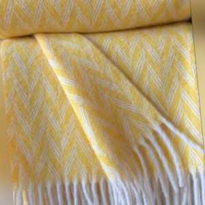 "Wolldecke Kuscheldecke Plaid 140 x 200 cm ""Herringbone gelb"" 100%"