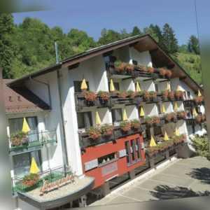 Romantik Wochenende Schwarzwald Wellness Reise 4* mit HP für 2 Personen 2 Nächte