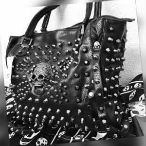 Grosse Nieten Tasche Rucksack schwarz Totenkopftasche Gothic Punk Bag Skull