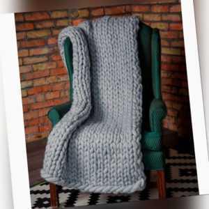 Neue handgemachte dicke Strickdecke in dicken Wolldekorationen für